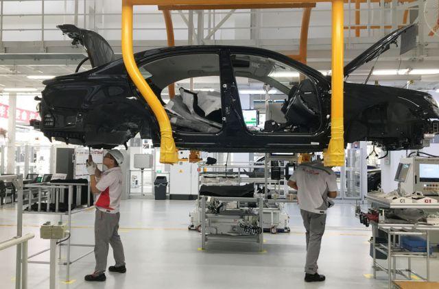 На первом автомобильном заводе собирают «Красное знамя».