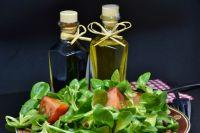 Возлагать большие надежды на «чудодейственные» свойства растительных масел не стоит, считают специалисты.