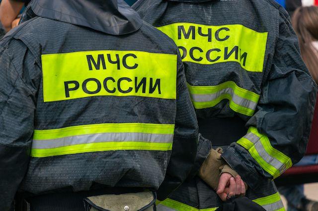 Когда на место происшествия приехали пожарные, здание полностью охватил огонь.