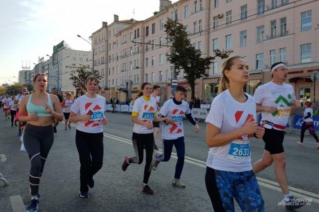 В 9 часов утра первые спортсмены вышли на старт.