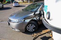 В Днепре произошло столкновение трамвая и внедорожника: есть пострадавшие