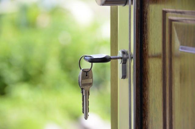 В Тобольске жильцы трех аварийных домов получили ключи от новых квартир
