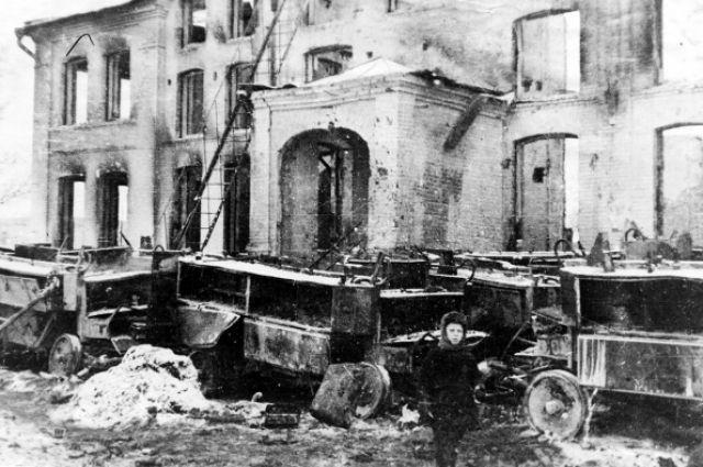 Калуга после освобождения. Руины театра. Январь 1942 г. Таким увидел город первый глава региона.