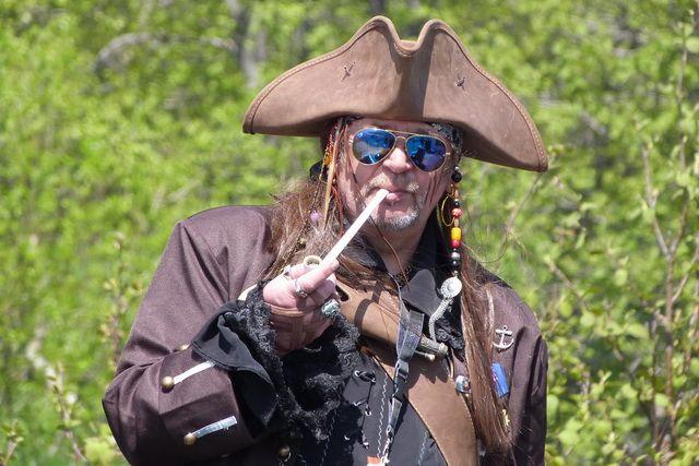 «Абордаж» – это большая пиратская вечеринка в лесу.