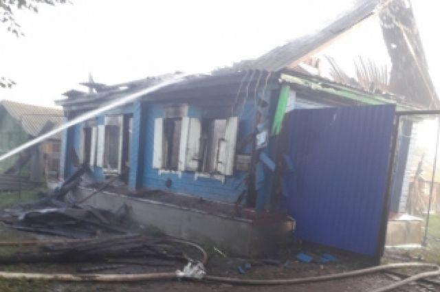 В с.Воздвиженка Пономаревского района на пожаре погиб человек.