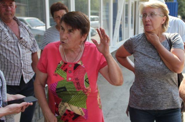 Пайщики возмущены, что их заставляют пройти семь кругов ада из-за смены арендатора собственной земли.