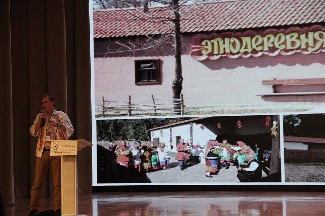 Даниил Бессонов из Тулы презентовал проект этнодеревни казаков-некрасовцев в казачьей рубашке.