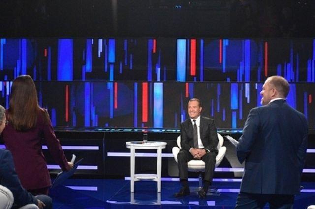 Медведев считает, что РФ нужны гибкие формы рабочего времени