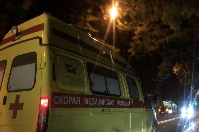 Водитель и пассажир большегруза пострадали.