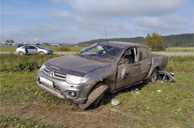 В результате ДТП травмы получили водитель и пассажир пикапа
