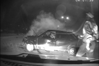 В Бузулуке пьяный водитель, уходя от погони, протаранил остановку и магазин.