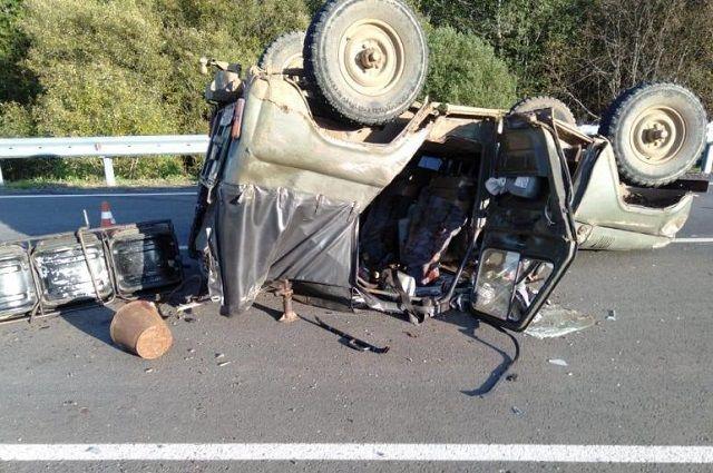 В аварии пострадали трое мужчин в возрасте от 32 до 36 лет. Сейчас все они в больнице.