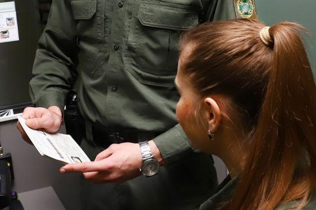 Двое иностранцев получили по три года запрета въезда в Украину: причина