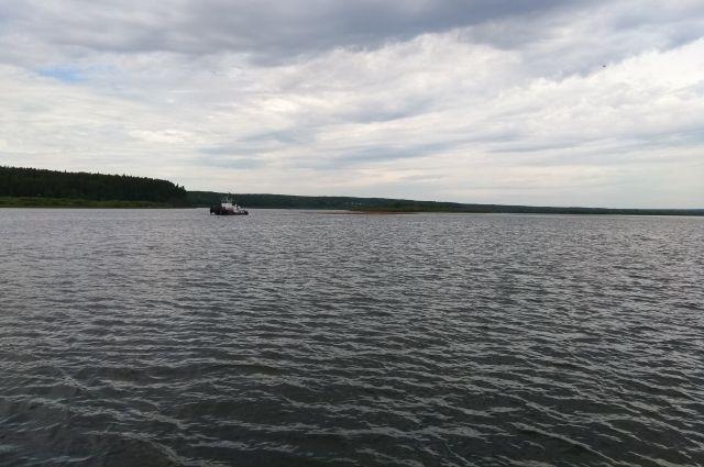 Во время шторма выводить судно на воду опасно.