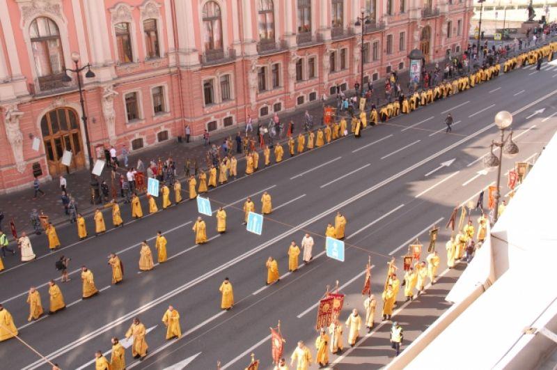 Утром, в 9.00, в Казанском соборе началась Божественная литургия.