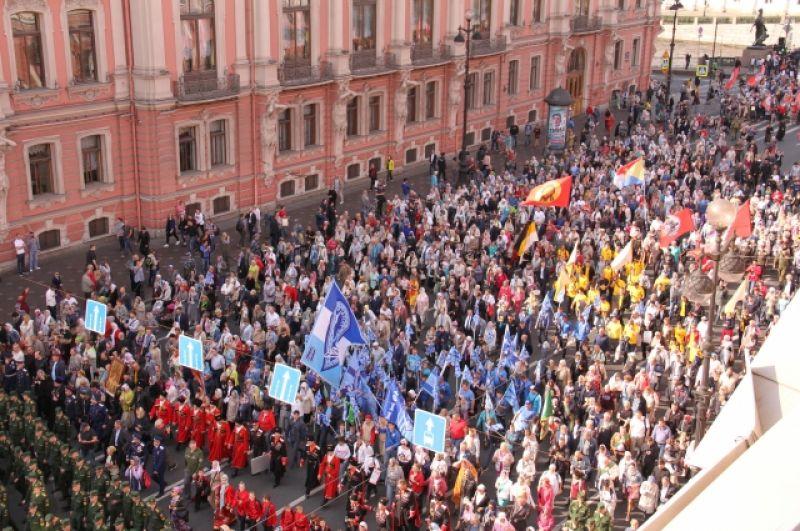 Шествие объединило людей разных профессий.