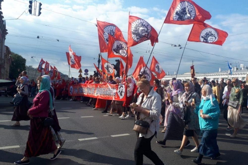 Такие шествия по Невскому проспекту проходят с 2013 года.