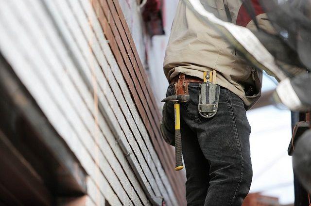 В Глазове рабочий погиб, сорвавшись с крыши гимназии