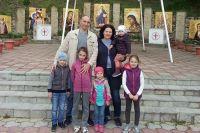 У Романа и Валентины один сын и четверо дочерей.