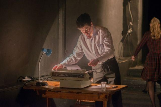 Молодёжный художественный театр из Улан-Удэ покажет иркутской публике спектакль о самом Александре Вампилове, его жизни и творчестве.