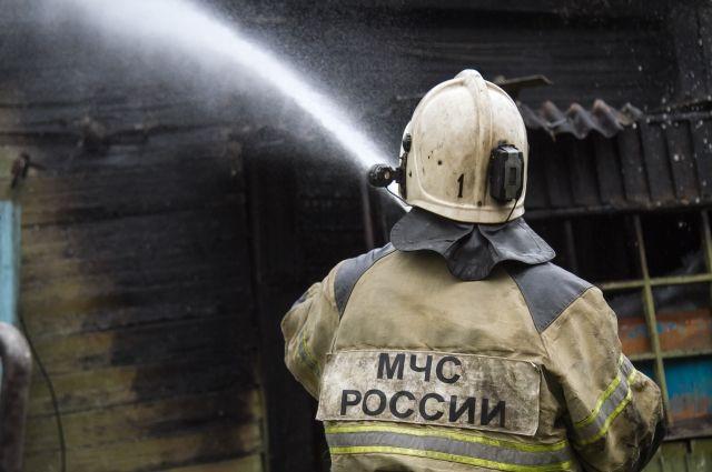Два дома сгорело в Омской области из-за печного отопления