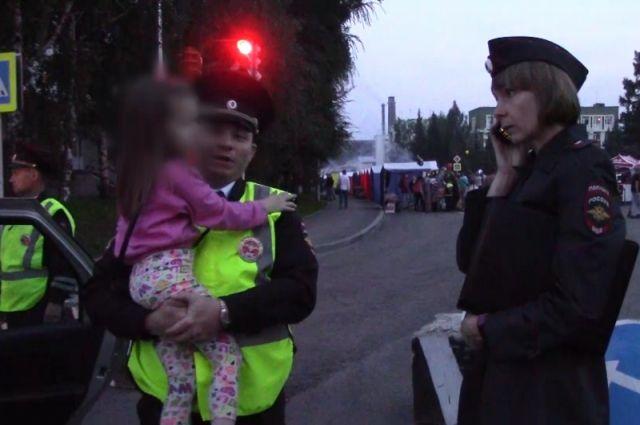 За ребенком следила бабушка, но в какой-то момент упустила её из виду.