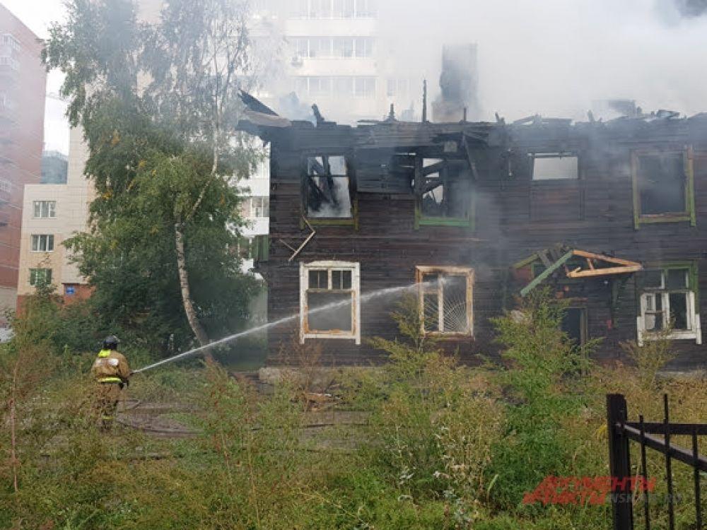 Половина дома на момент пожара была уже расселена, но там всё еще жили добропорядочные граждане