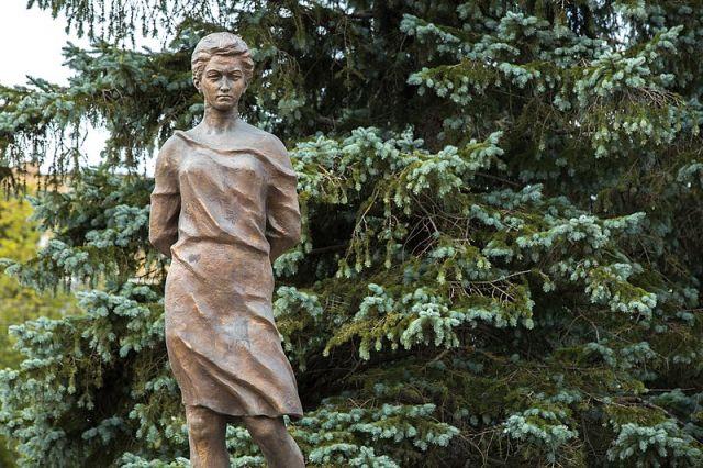 Памятник Зои Космодемьянской в Рузе - недалеко от деревни Петрищево, где была убита героиня.