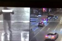 Тюменец с госномером чужого автомобиля перешел улицу на красный свет