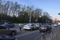 Сейчас в обе стороны на дороге образовалась пробка.