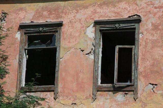 Барнаульская прокуратура встала на защиту пенсионеров в свези с нарушением их жилищных прав.