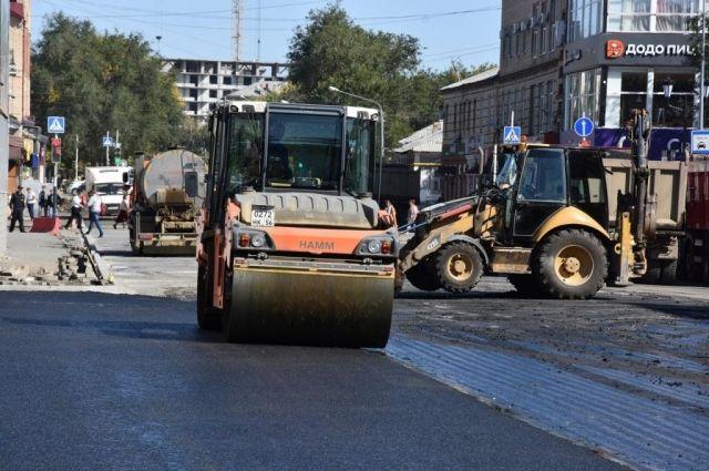 В Оренбурге в выходные продолжается ремонт пяти дорог.