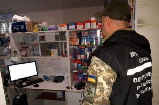 В Донецкой области в сети аптек обнаружили оружие и наркотики