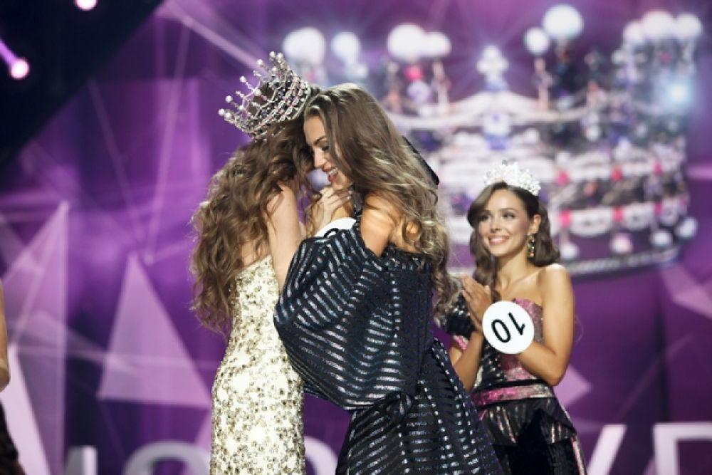 Момент награждения. Победительницей конкурса стала 23-летняя Маргарита Паша, которая и стала соответственно Мисс Украиной-2019.