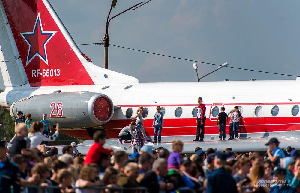 На выставке можно было забраться в любой из самолётов или осмотреть его снаружи