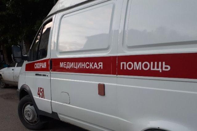 В аварии пострадал водитель и пассажир иномарки, их увезли в больницу.