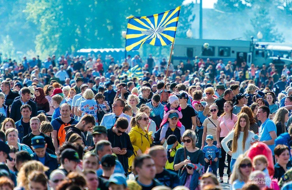 На праздник собрались тысячи горожан.