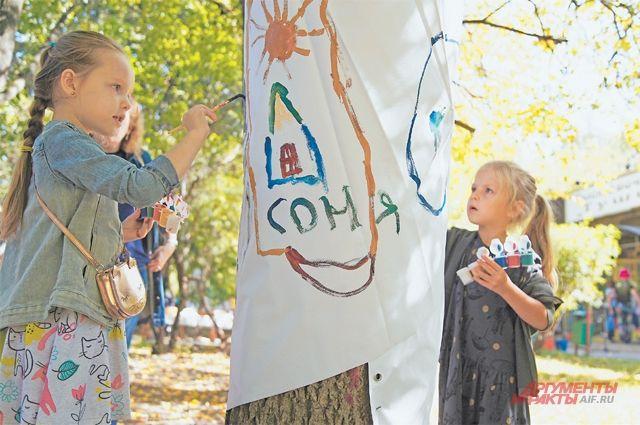 Дети с удовольствием участвовали в конкурсе рисунка, который организовал выставочный зал «Тушино».