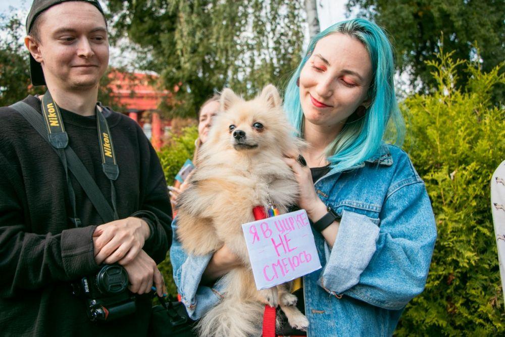 Отдельная больная тема в Украине - это нелегальные (с 2018 года) цирки, в которых эксплуатируют животных, а также плохое содержание зверей в зоопарке. На марше дали слово не только людям, но и нашим подопечным, для которых мы - вся жизнь!