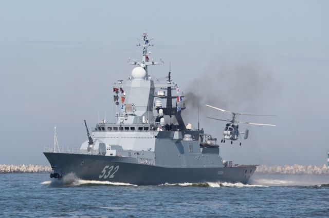 На Балтфлоте отработали посадку вертолётов на палубы авианосных кораблей