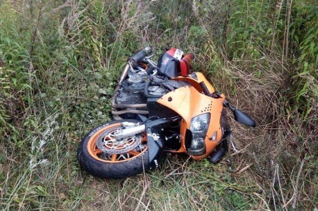 В Гурьевском районе мотоциклист пострадал при столкновении с Mercedes