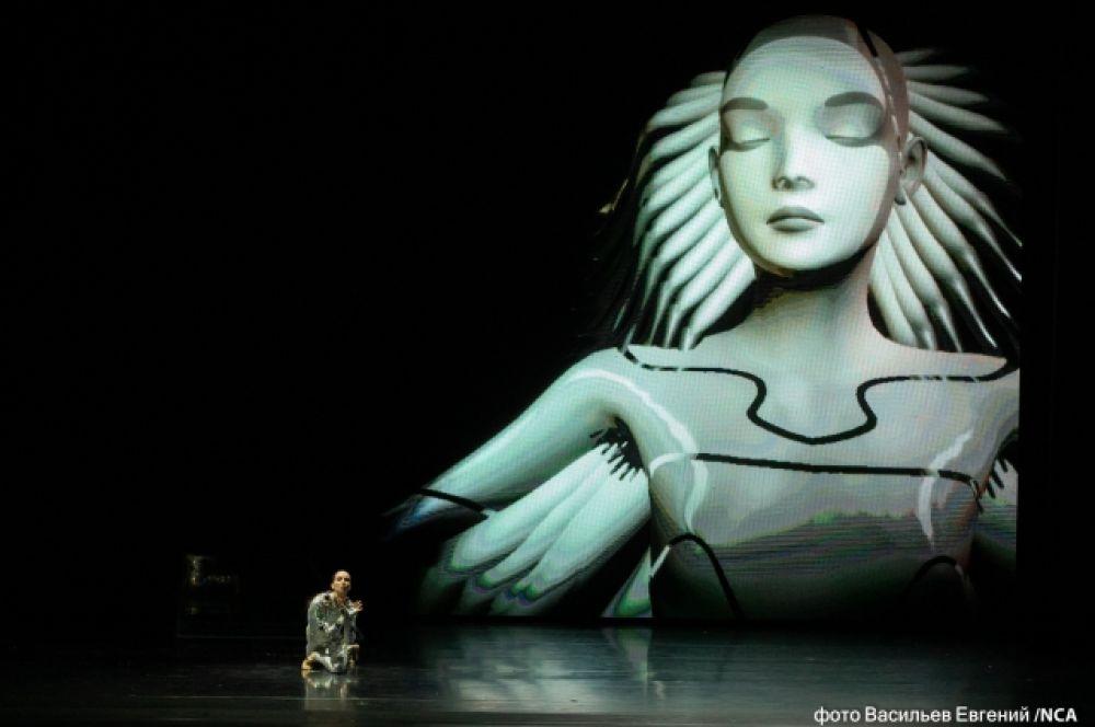 Партию Принца исполнил голландский артист балета Марайн Радемакер.