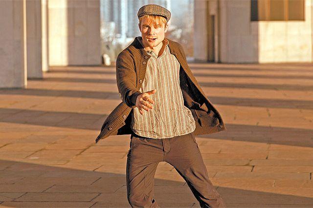 «Живя в Москве и снимаясь в других городах, я понял, что у нашей столицы другой ритм», – говорит известный актёр Макар Запорожский. На фото – Макар на съёмках фильма «Незнакомка».