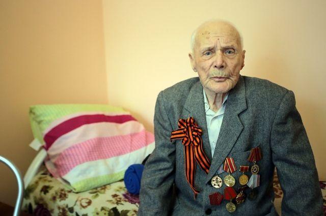 В 100 лет ветеран еще выходил на городской субботник.