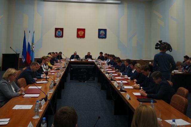 Депутаты думы Ноябрьска провели первое заседание и выбрали спикера