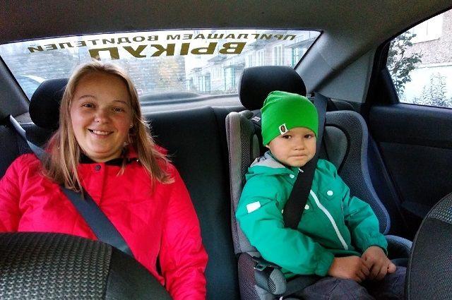 В  «социальном такси» есть специальные удерживающие устройства для детей.