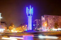 Монумент стал более выразительным в тёмное время суток и украсил центральную часть города.