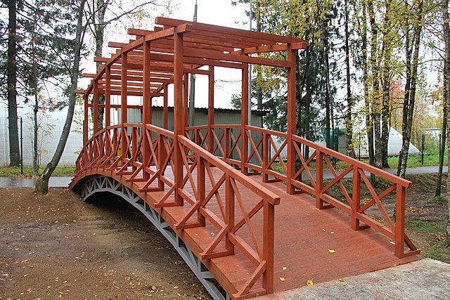 В этом году на территории парка появились новые декоративные габионы и смонтировали мост.