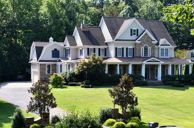 Сегодня дом на 6 спален, в котором жила семья Смоленковых под Вашингтоном, выставлен на продажу. Куда исчез шпион с родными – неизвестно.
