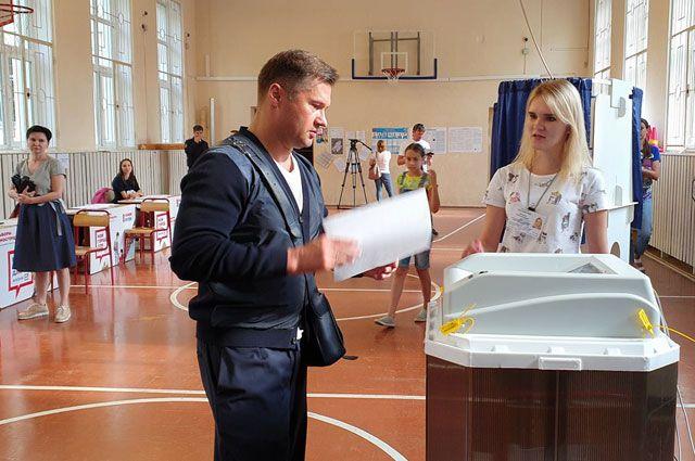 Четырёхкратный олимпийский чемпион Алексей Немов проголосовал навыборах вМосгордуму наизбирательном участке назападе столицы.